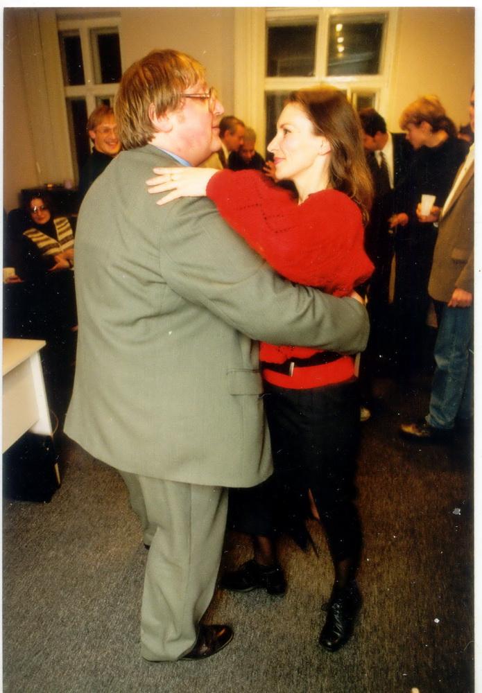 Гэта я ў БДГ, 1999 год, апошні мой Дзень народзінаў у БДГ, мы танчым са Стэфаніяй Каліноўскай. Прыгожая, праўда?