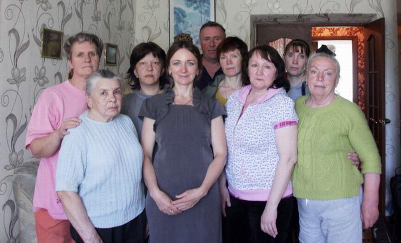 Ларыса Шчыракова з удзельніцамі галадоўкі ад руху «Маці 328»