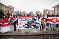 «А зачем кого-то задерживать, если это мирные люди?» О чем говорят полицейские и участники акции в поддержку журналистов в Киеве