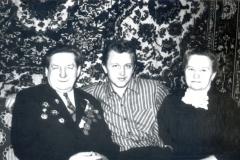 З бацькам Сцяпанам Сцяпанавічам і маці Лідзіяй Пятроўнай у 1970-х гадах