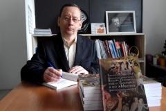 Редактор «Бобруйского курьера», писатель Анатолий Санотенко издал книгу иронической прозы. В том числе и о СМИ