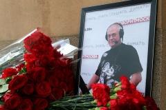 Полиция после обращения дочери Доренко запретила выдавать его тело жене