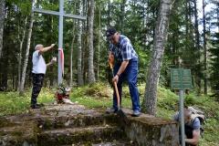 БАЖаўцы з Глыбокага прыбралі ад смецця месца былой польскай стражніцы «Каменны Воз»