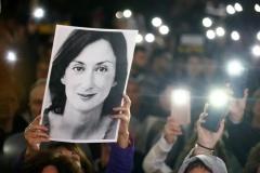 Два года назад на Мальте убили самую известную журналистку — она расследовала коррупцию в правительстве. Отставки начались только сейчас