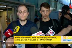 Польские журналисты Витольд Добровольский и Кацпер Сеницкий ищут свидетелей их задержания, избиений