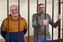 Брестским блогерам Петрухину и Кабанову вынесли приговор в Могилеве. Их самих в суд так и не пустили