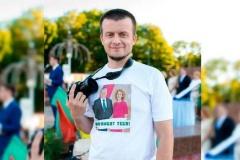 Блогера Андрэя Павука міліцыя вывела з Акцябрскага райвыканкама пад рукі з прыгнутай галавой