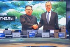 """""""Россия-1"""" """"подрисовала"""" Ким Чен Ыну улыбку на фото с Лавровым"""