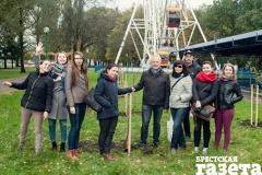 Высажено с любовью: «Брестская газета» заложила фруктовый сад в парке культуры и отдыха