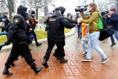 Депутаты предлагают обязать журналистов обозначать себя во время массовых акций