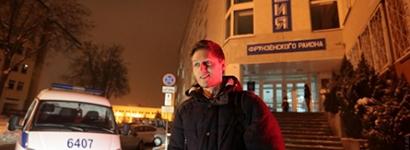 Павел Добровольский возле РУВД Фрунзенского РУВД Минска, где он написал заявление. Фото: Вадим Замировский, TUT.BY