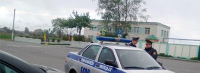 Машыну актывіста Жукоўскага міліцыя блякавала дзьве гадзіны без тлумачэньняў
