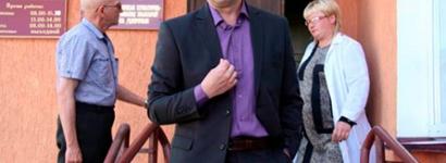 Идеолог Зельвенского исполкома не пустил журналиста на собрание жителей агрогородка Деречин с представителями власти