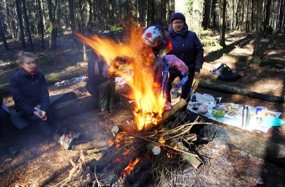 Туристы и журналисты сожгли чучело и запланировали сезон