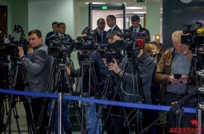 «Всем журналистам места не хватит». Аккредитация как средство защиты от СМИ