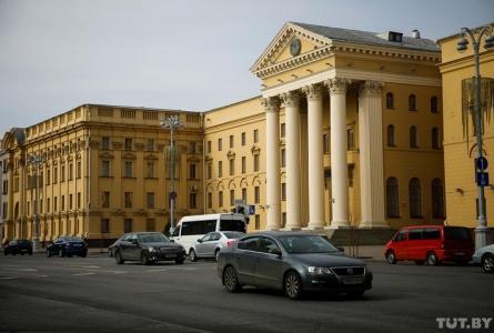 Journalists detained near KGB building in Minsk