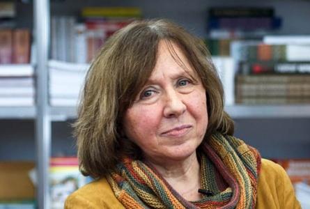 Светлана Алексиевич выступила в поддержку журналистов по «делу БелТА» ВИДЕО